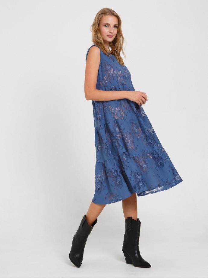 Летнее платье из кружева с воланами голубое