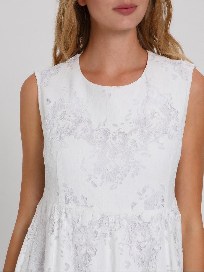 Летнее платье из кружева с воланами белое