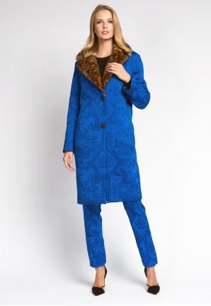 Пальто и брюки из синего жаккарда с меховым воротником